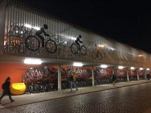 März 2019 Fahrradparkhaus nachts SPD Oranienburg noch nicht benutzt